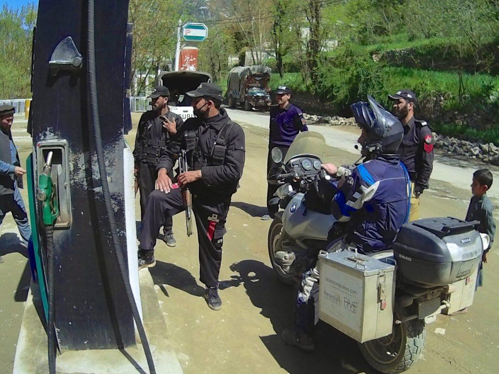 Refuelling under armed escort in Dir